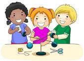 Drei spielende Kinder